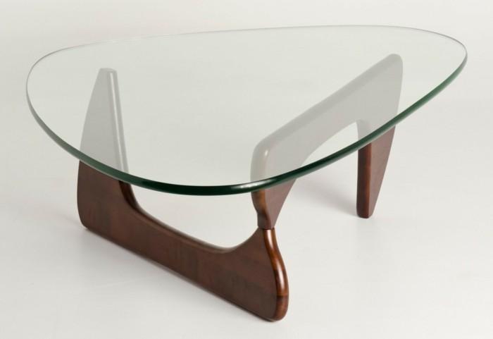 Table basse en verre avec femme