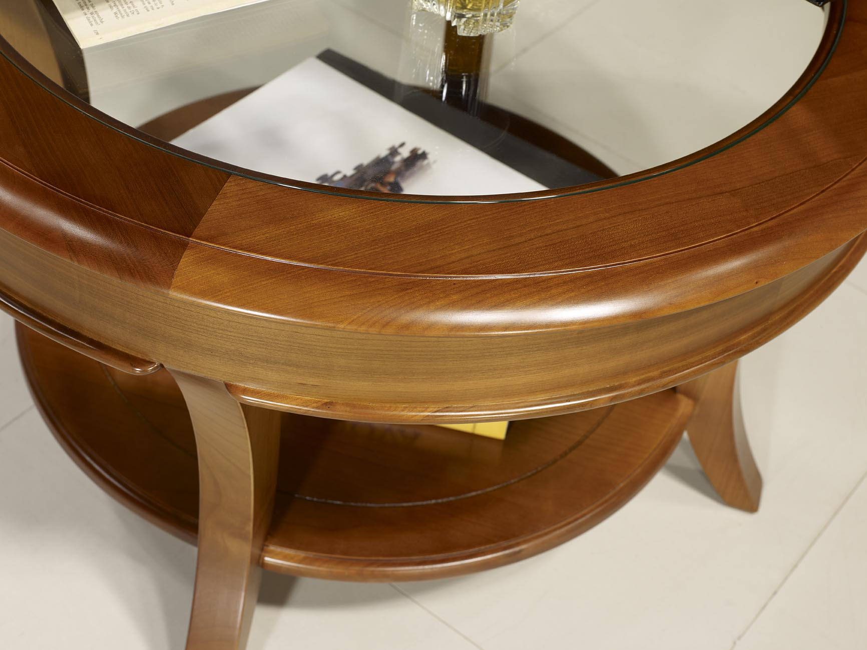 Table basse ronde merisier louis philippe mobilier for Meuble tv xxl style louis philippe en pin