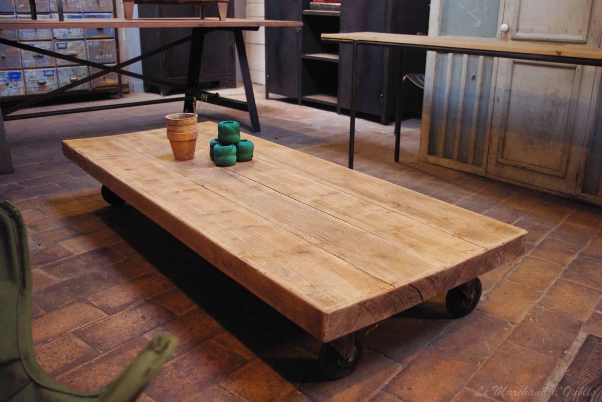 table basse industrielle roulette mobilier design d coration d 39 int rieur. Black Bedroom Furniture Sets. Home Design Ideas