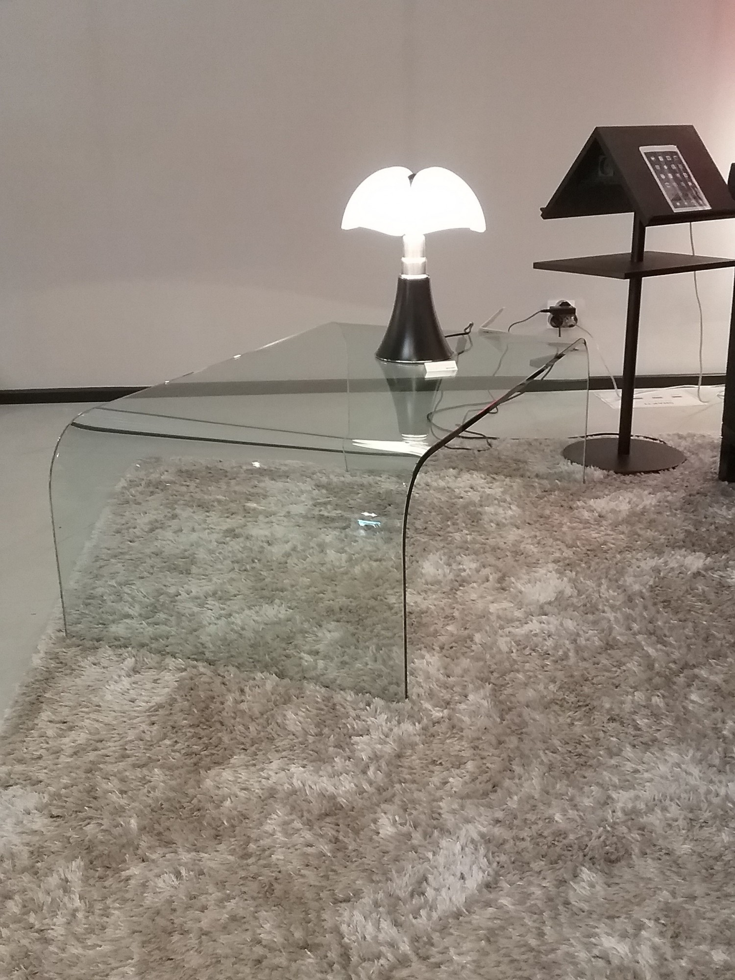 Table basse en verre pont