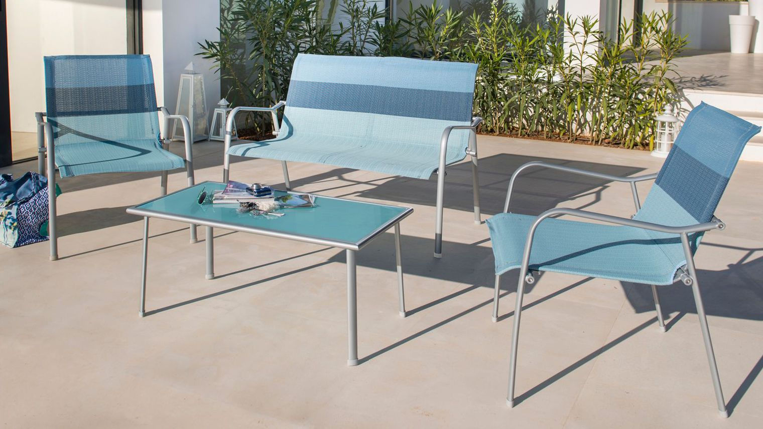 Table basse salon de jardin pas cher mobilier design for Mobilier design pas cher