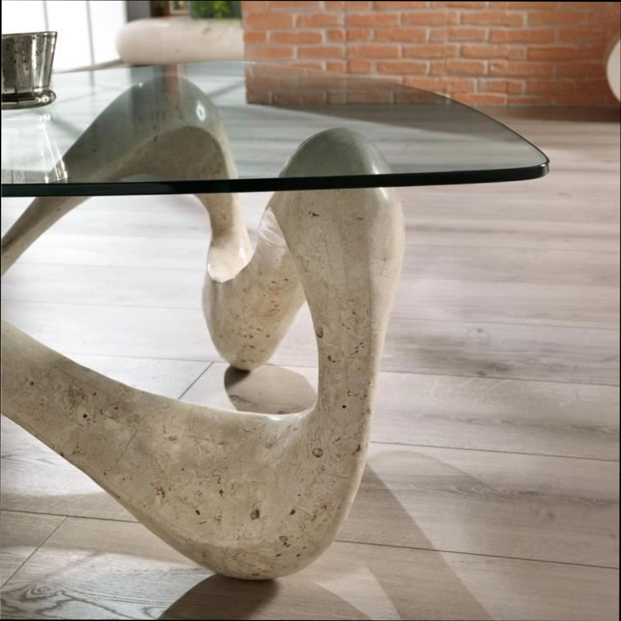 table basse en verre avec pied en pierre mobilier design d coration d 39 int rieur. Black Bedroom Furniture Sets. Home Design Ideas