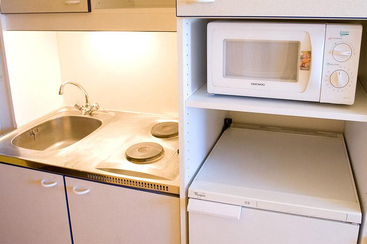 meuble de cuisine pour tudiant mobilier design d coration d 39 int rieur. Black Bedroom Furniture Sets. Home Design Ideas
