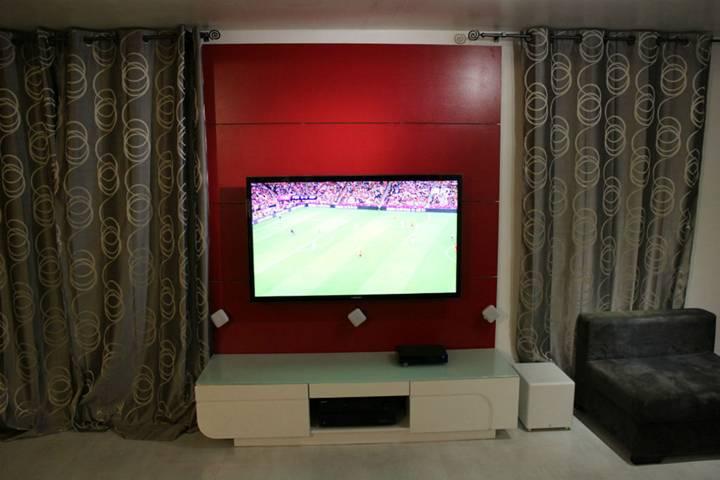 Meuble tv qui cache les fils mobilier design d coration d 39 int rieur for Meuble qui cache la tv