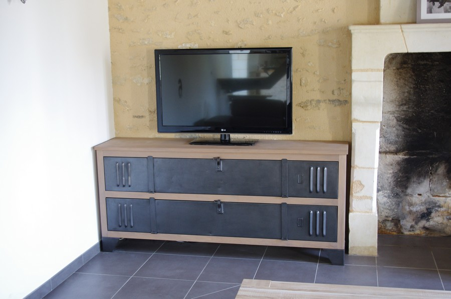 comment fabriquer meuble tv industriel mobilier design. Black Bedroom Furniture Sets. Home Design Ideas