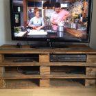 Comment faire un meuble tv avec des palettes