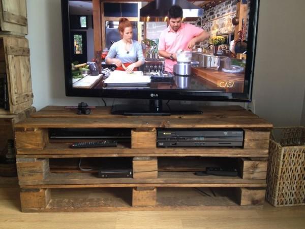 comment faire un meuble tv avec des palettes mobilier design d coration d 39 int rieur. Black Bedroom Furniture Sets. Home Design Ideas
