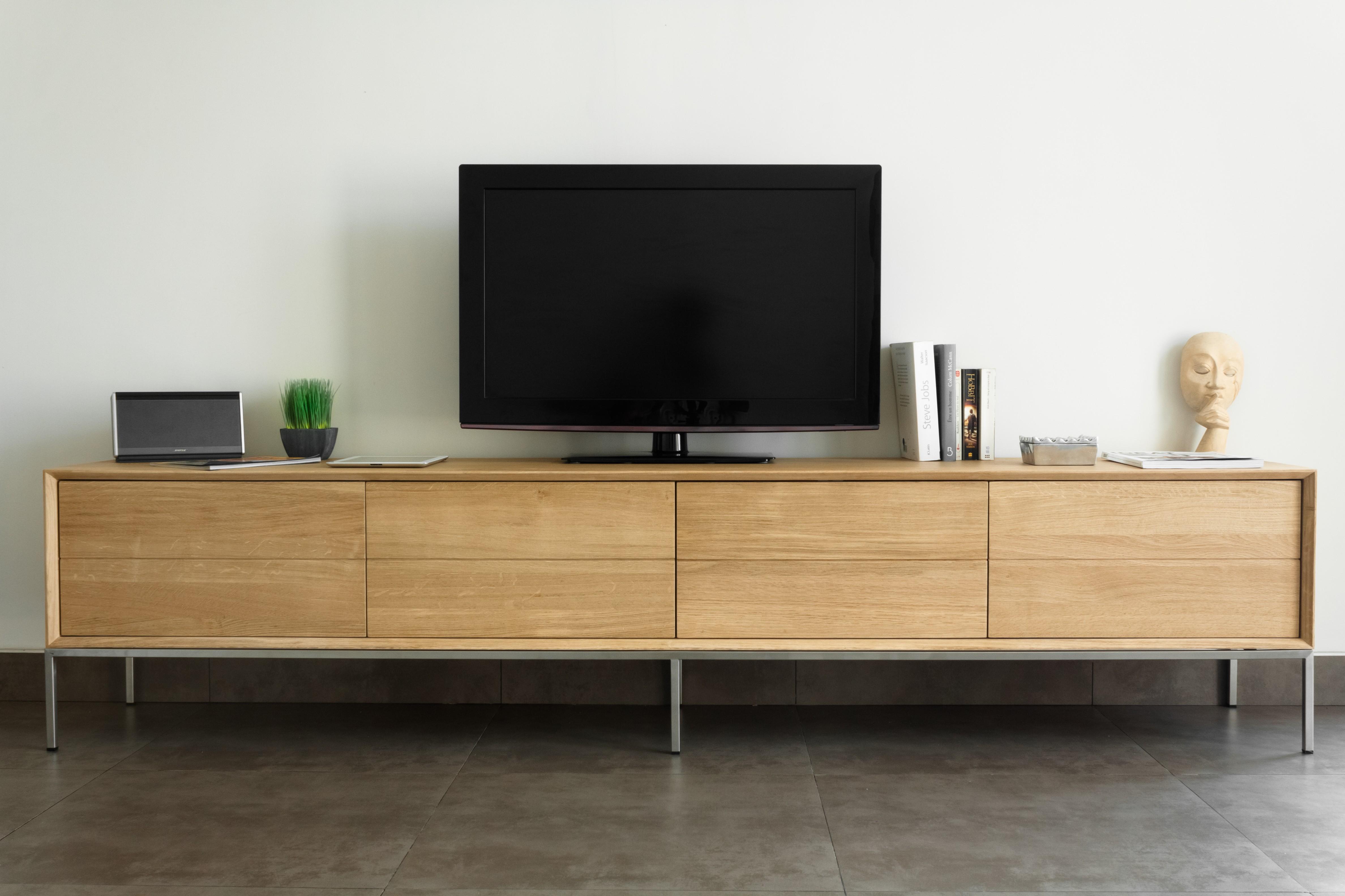 Meuble tv massif mobilier design d coration d 39 int rieur for Meuble interieur design