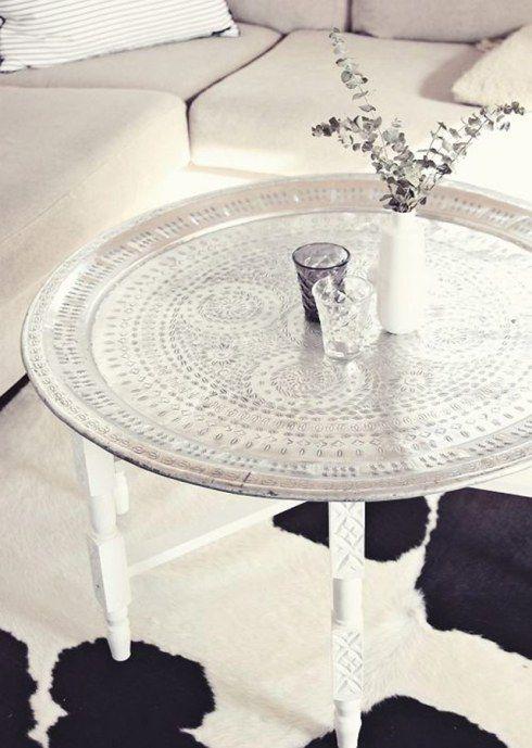 Table basse marocaine avec pouf