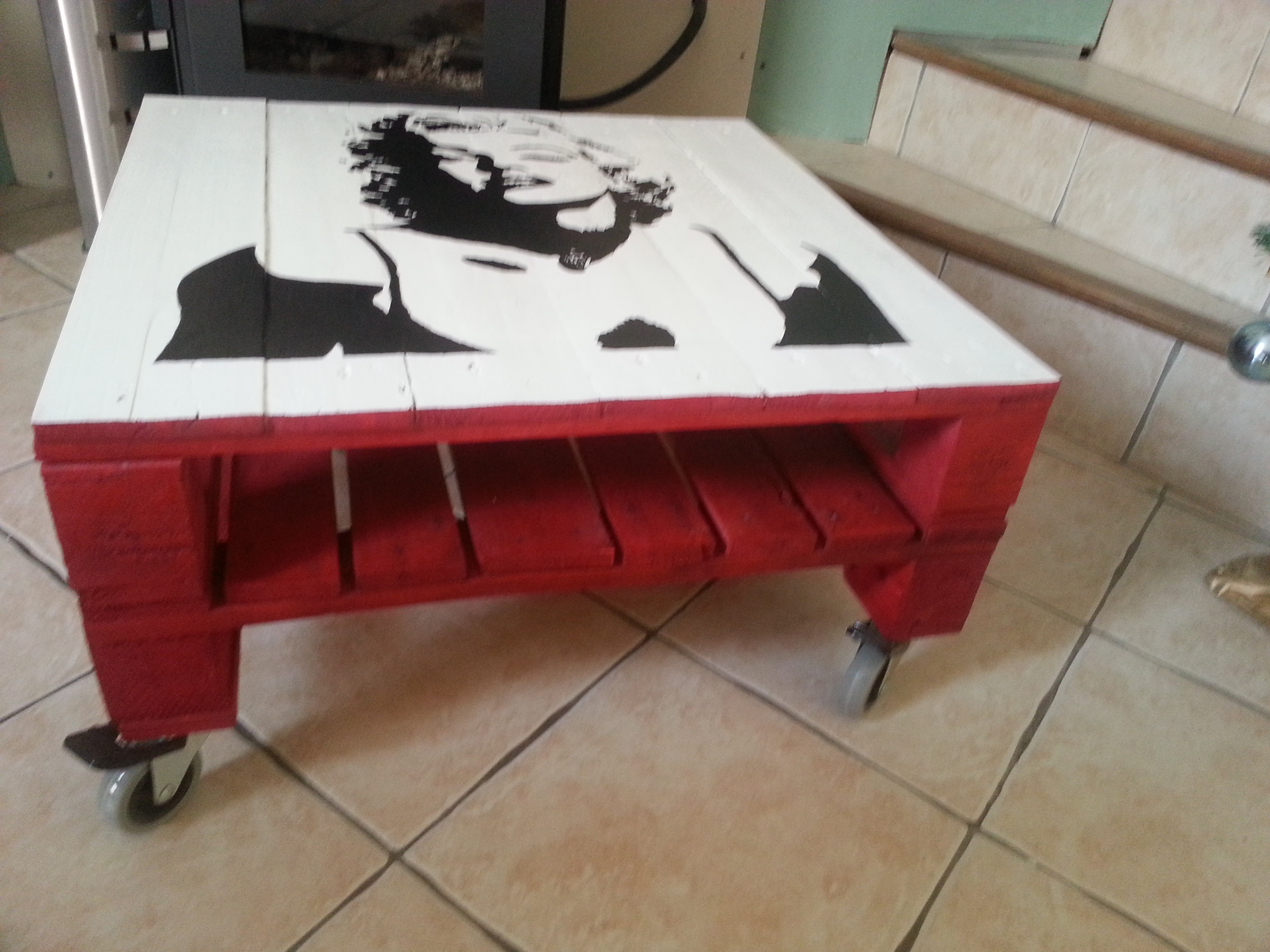 Transformer une palette en bois en table basse