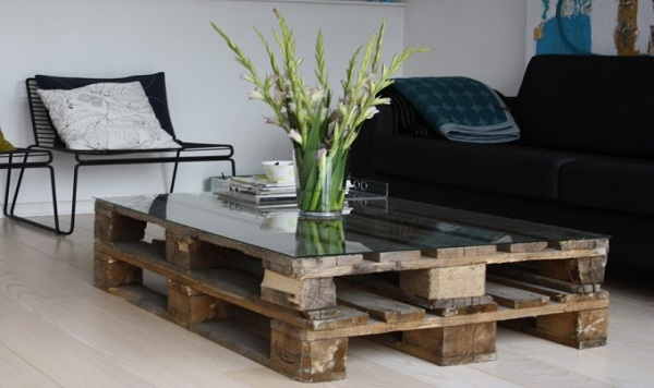 Table basse palette avec vitre
