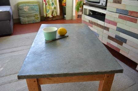 Customiser une table basse bois