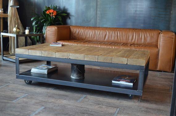 Table basse en bois à roulette