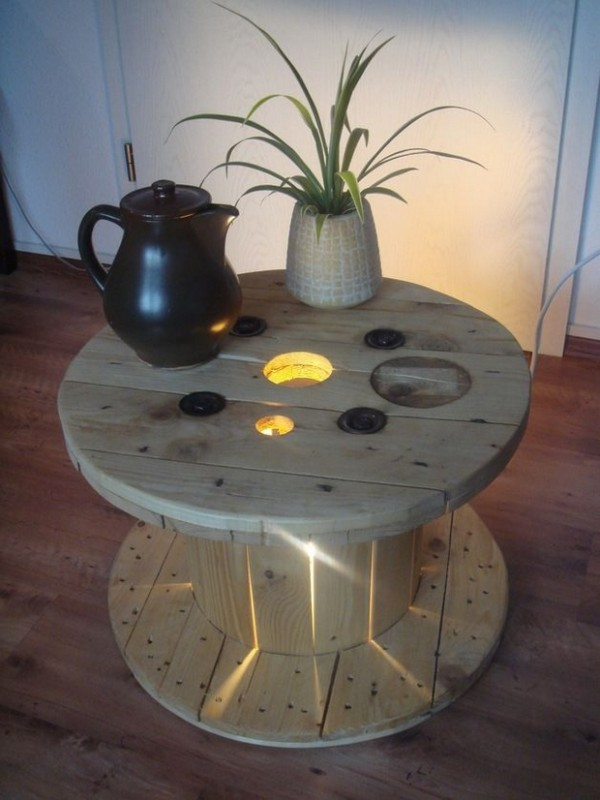 Table basse palette avec lumiere