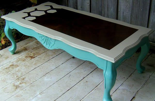 Peindre une table basse en bois en noir