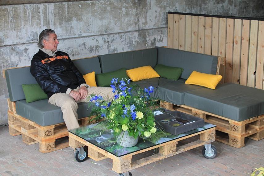 Table basse palette avec plante