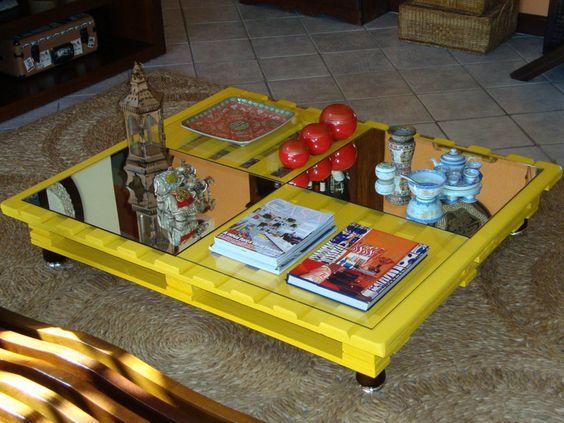 Table basse en bois jaune