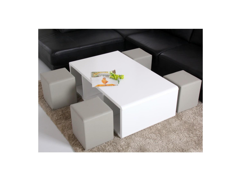 Table basse avec des pouf